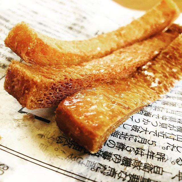 昨日市役所行ったらパン工房あずささんのパンの耳が売っていたので、パンの耳ラスクを作ってみました。油っこいけど、まあ、美味しいわな。http://www.hiyoko.nagano-swc.com/policy.html