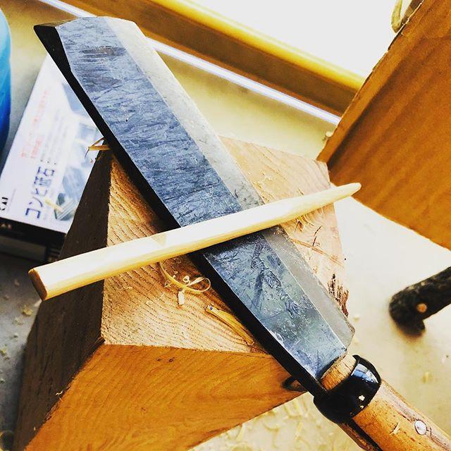 #鉈 を #ブッシュクラフト で使うメインの #刃物 にできないか研究中。この重さが肝になりそう。
