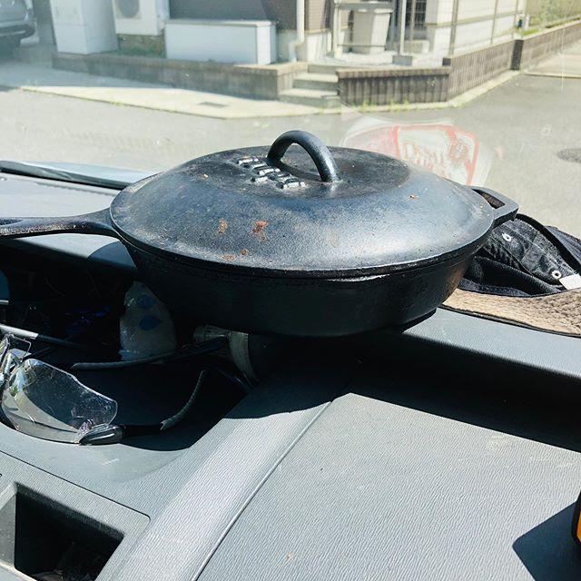 誰もがやってみようと思うであろう、炎天下の車内でお米を炊く#炎天下 #車内 #夏 #ご飯 #炊く #ダッチオーブン