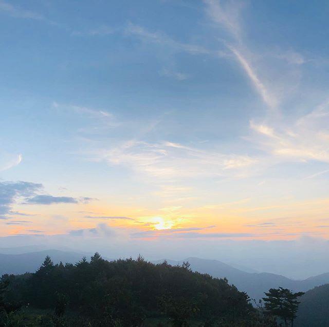 三日前に居た立山に陽が沈む。