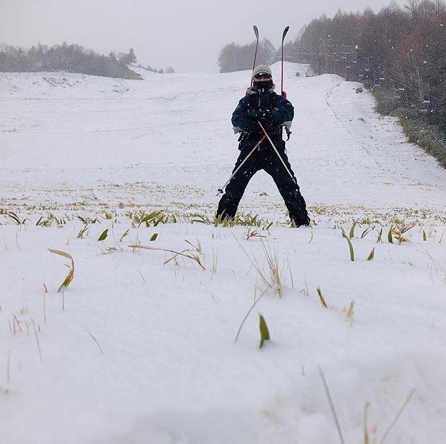 道具と体のチェックを兼ねて、今シーズン初バックカントリー。積雪10cmなり。