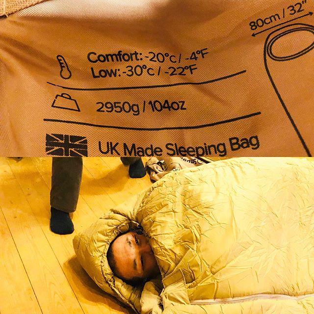 マイナス30度対応寝袋イギリスの会社から買ってベルギーの倉庫から届いた荷物。あまりにも遅いのでクレーム入れたら即来た。実力は如何に!3月11日、12日に菅平の素敵なペンションのお庭で「冬キャン!」講座を企画中〜